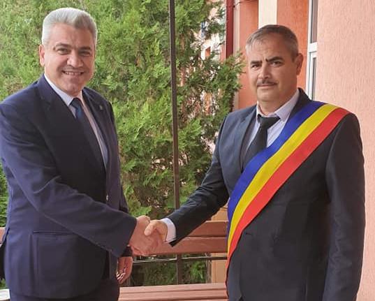 La învestirea în funcție a lui Costel Matei, primarul reales cu o majoritate confortabilă la Hănești.