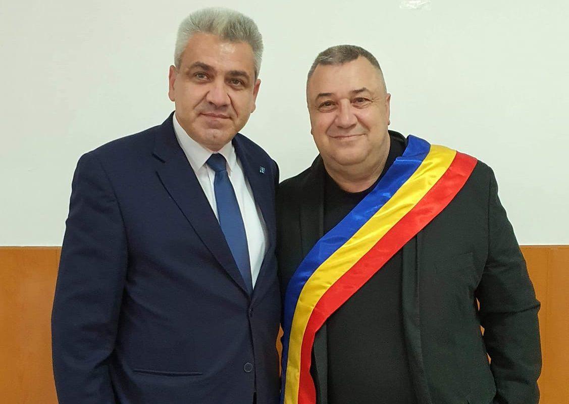 Împreună cu primarul reales de Ripiceni, Gabriel Talef, la ceremonia de învestire